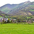 le village de Lées et la vallée du Malugar.
