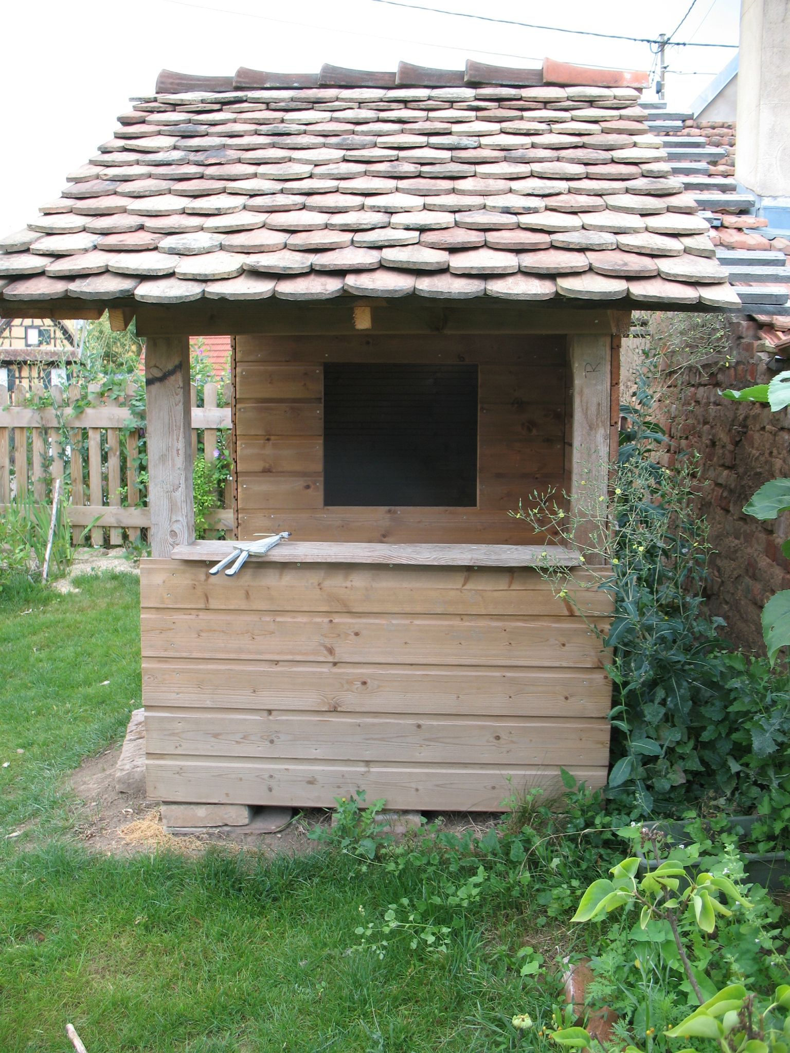 Cabane d 39 enfants au fond du jardin et son ammenagement int rieur brin et brindille atelier - Cabane jardin atelier besancon ...