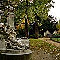 Le parc Monceau aux couleurs automnales.