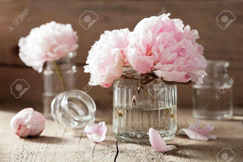 29761327-belles-fleurs-de-pivoine-rose-bouquet-dans-le-vase-Banque-d'images