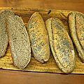 Petits pains au blé noir et graines de pavot.