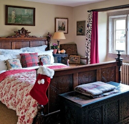 England-at-Christmas-bedroom