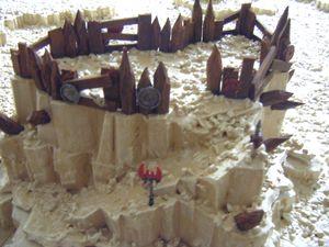 Table de jeu désert rocheux avec décors Orks FINAL (20)