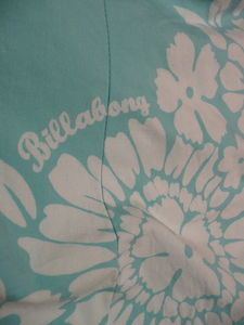 robe_plage_VictoriaBay_turquoise_fleurs_Billabong_2