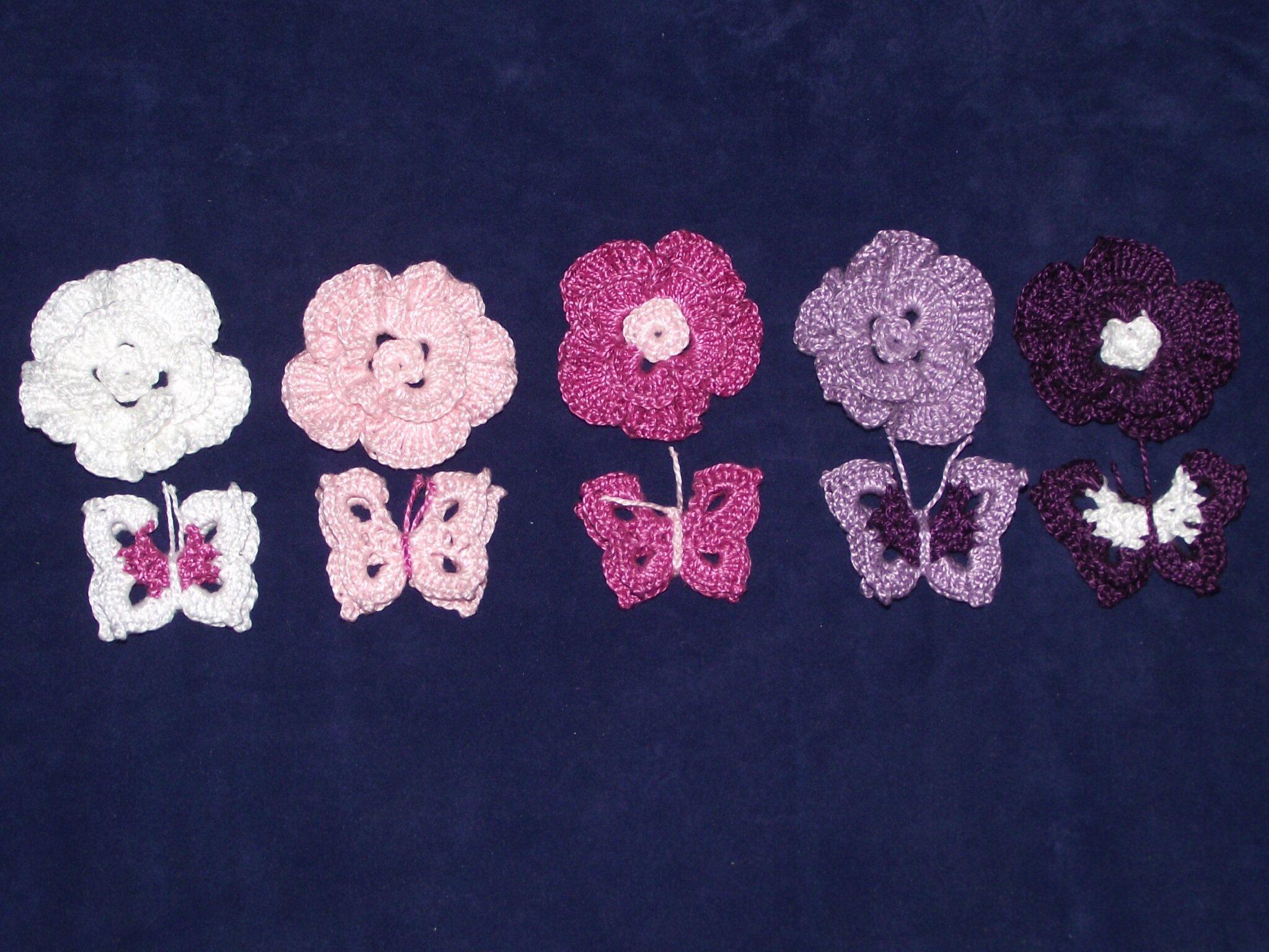 fleurs et papillons au crochet blanc rose violet 11