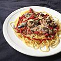 Spaghetti aux sardines et à la tomate