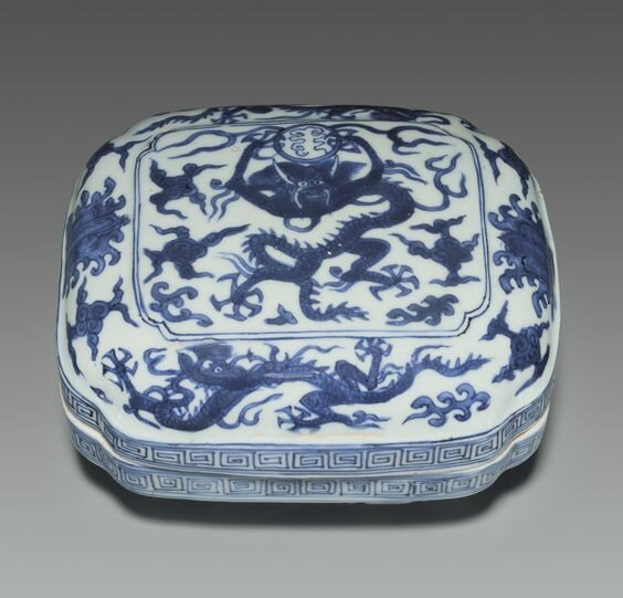 A blue and white cushion-form box and cover, Wanli six-character mark in underglaze blue and of the period (1573-1619)