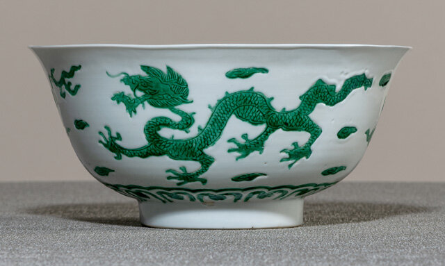 A fine and rare imperial green Dragon porcelain bowl, underglaze blue Kangxi six-character mark and period (1662-1722)
