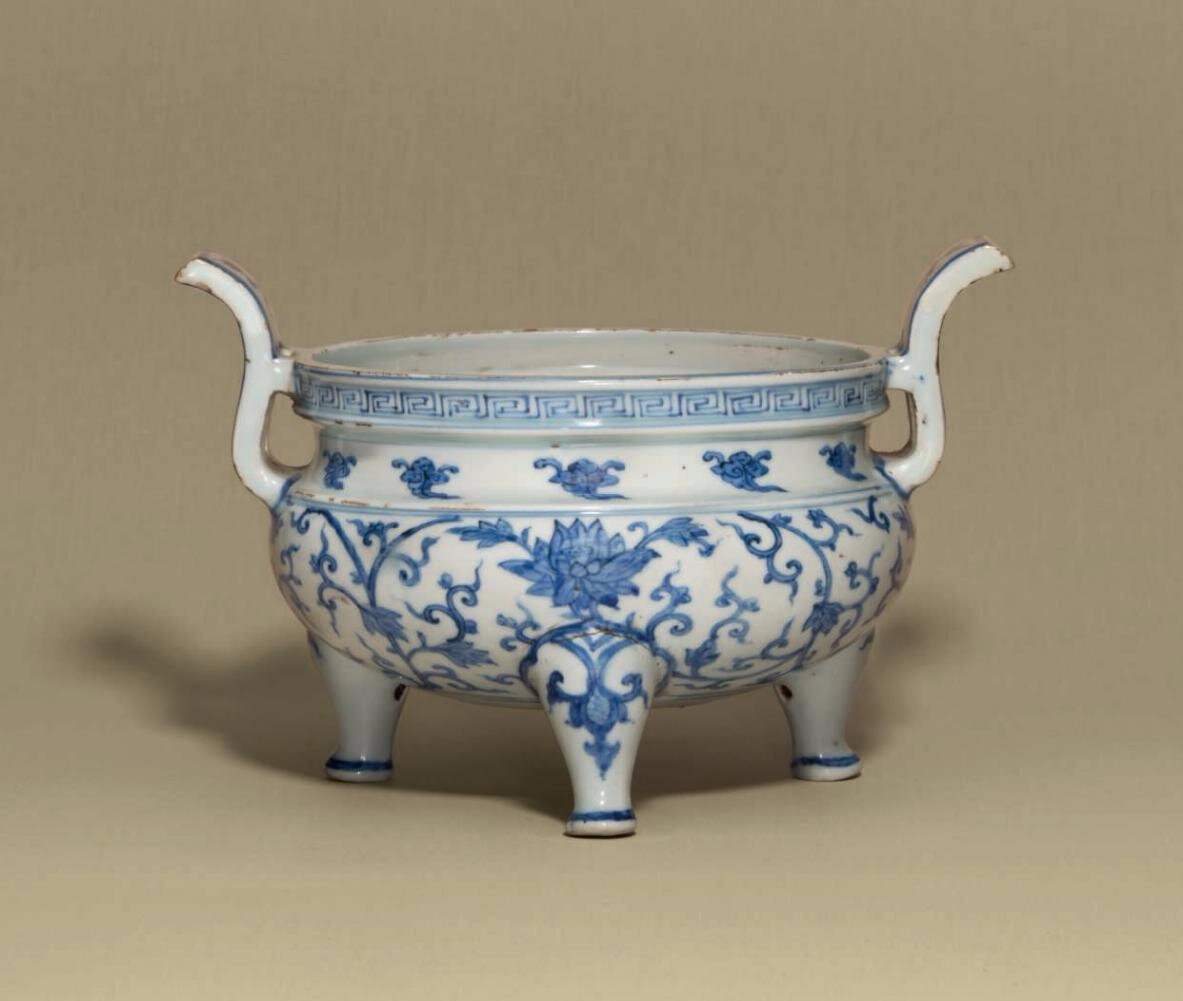 A blue and white tripod censer, Zhengde period (1506-1521)