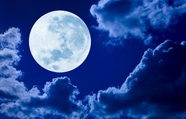 Sky_Clouds_Moon_558021_600x384