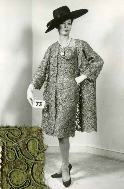 Cristóbal Balenciaga, manteau et robe de cocktail en dentelle Chantilly, 1953