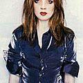 1995-shirley_manson-sitting_studio_01-1-2