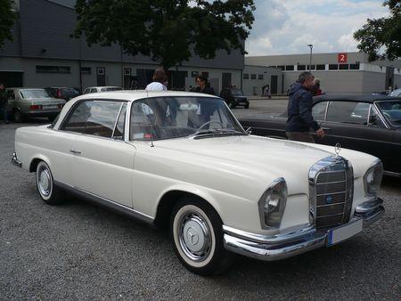 MERCEDES_220_SE_coup__Offenbourg__1_