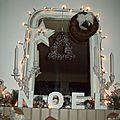 la cheminée parée de lumières pour Noël 2011