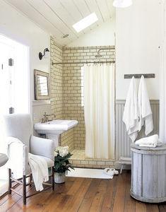 Bathroom_Plank_Wood_Flooring_HTOURS0206_de_98054537
