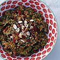 Salade de kale, amandes et noisettes, sauce aux baies de goji