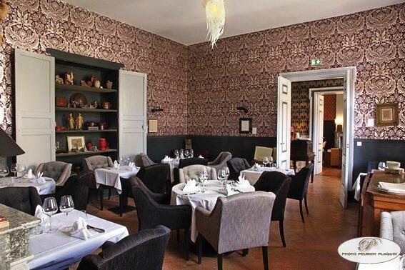BEAUMONT_de_LOMAGNE_MAISON_des_LUMIERES_une_salle_du_restaurant_LE_BEC
