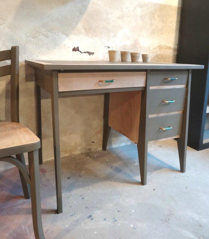 bureau années 60 bois et kaki profil 2