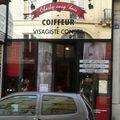 Charly coup'hair paris coiffeur vitrine jeu de mots humour photo magasin visagiste