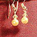 9 Boucles d'oreille en perle de Mayorque et cristal Zarowsky. 4 €