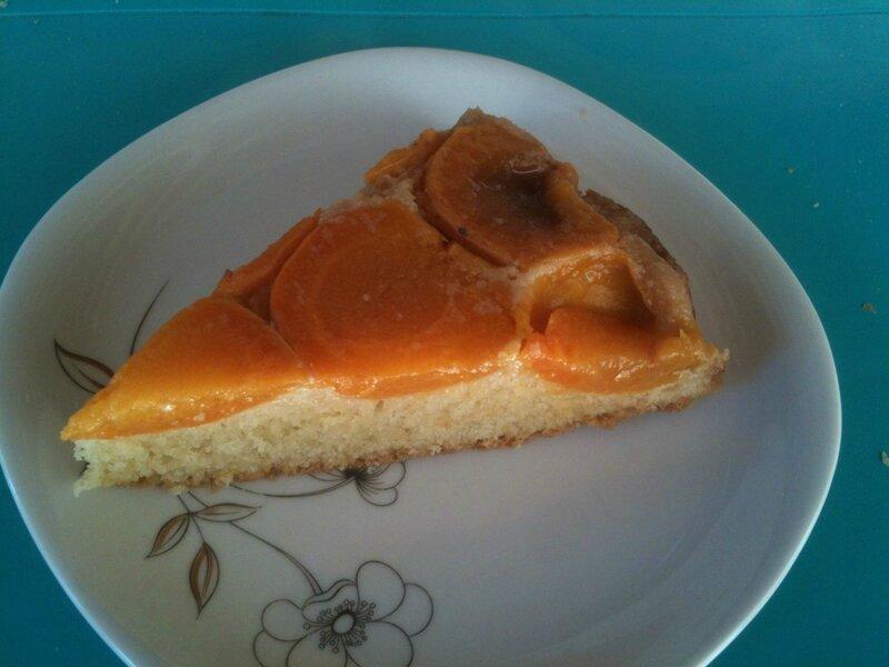 gateau renversé à l'abricot et romarin 1