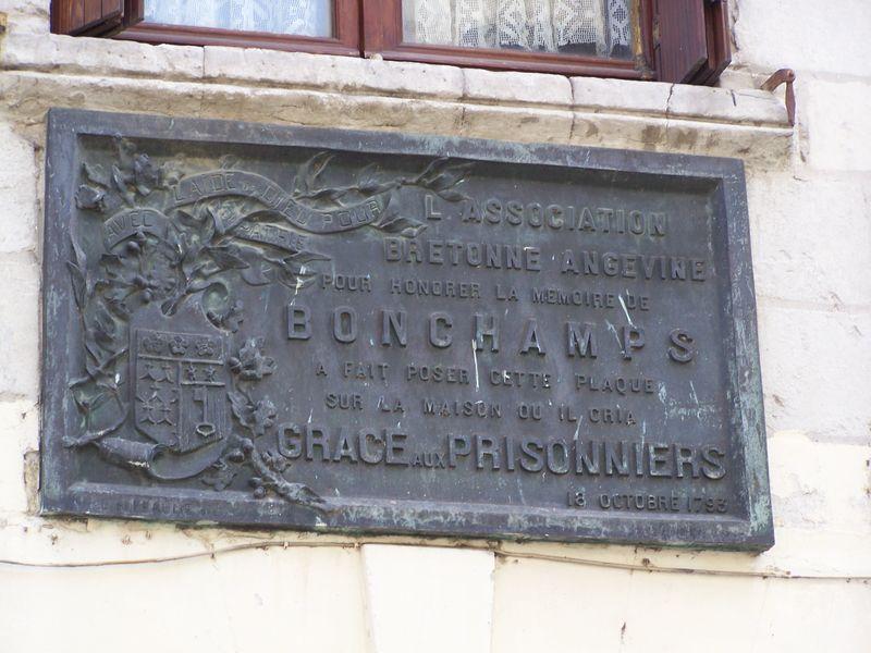 Plaque commémorative apposée sur la maison où Bonchamps gracia les prisonniers