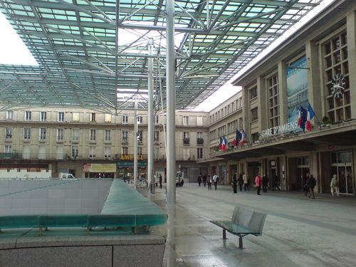 Amiens, sa gare, son banc