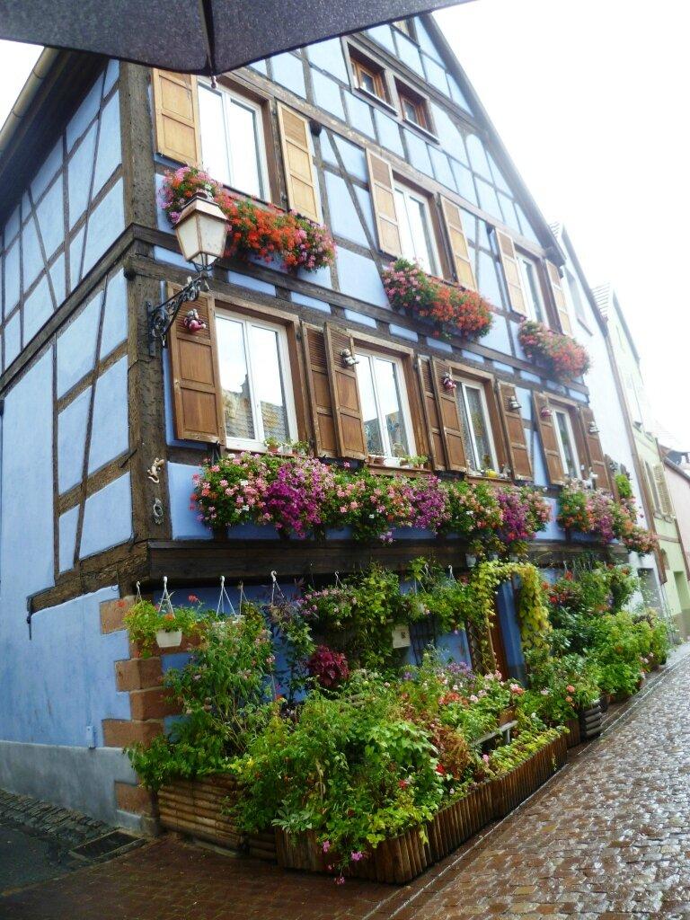 maison à colombages fleurie