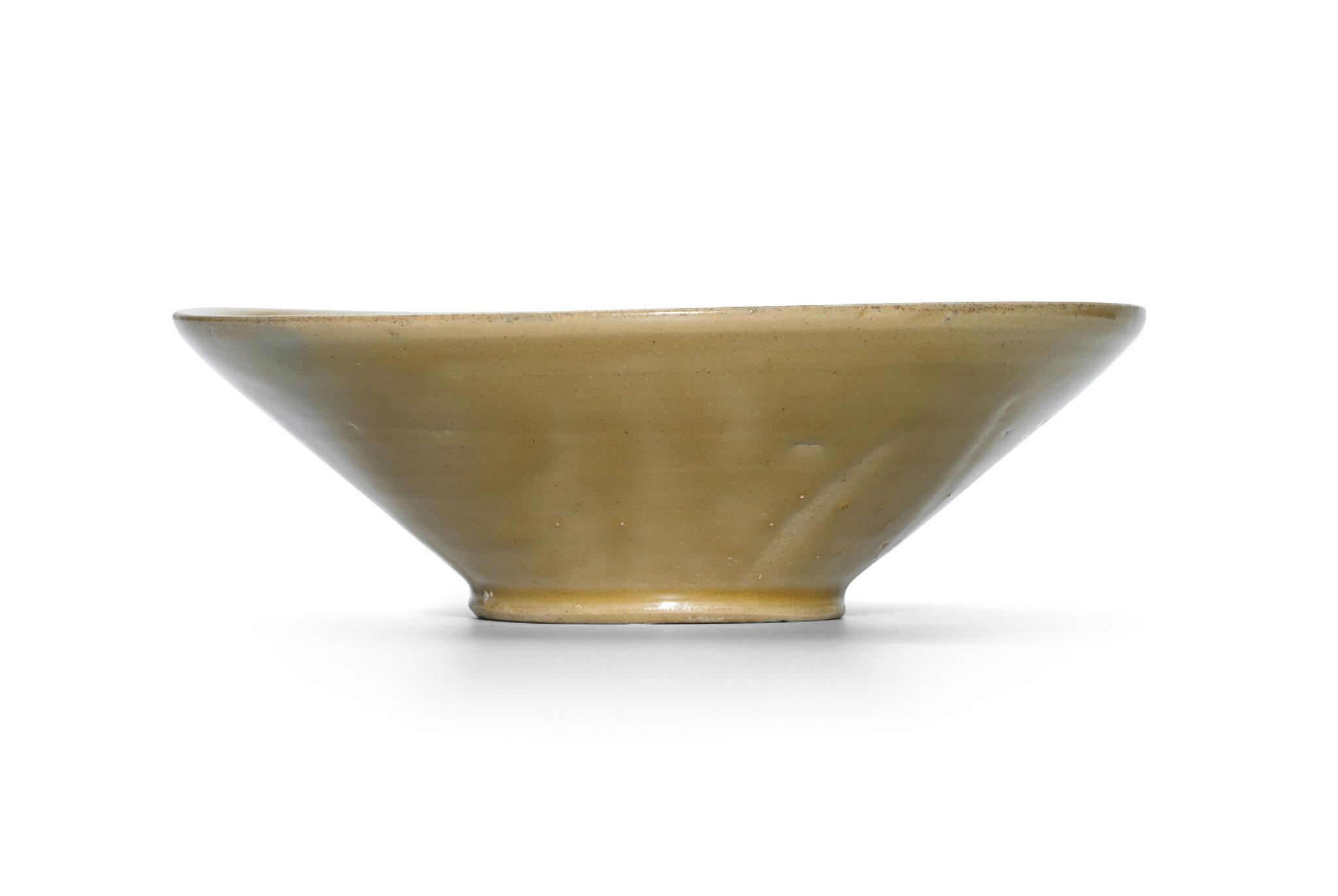 A Yue celadon bowl with bi-shaped foot, Tang dynasty (618-907)