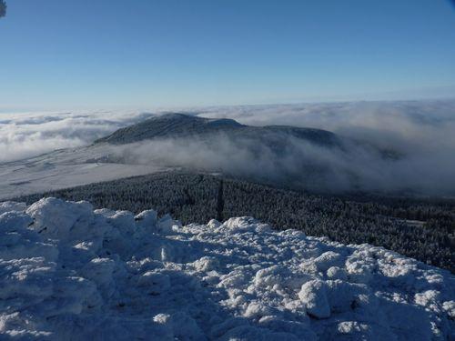 2009 12 14 Givre et mer de nuages observé depuis le sommet du Mont mézenc (4)