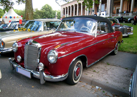 Mercedes_220_cabriolet_de_1952_01