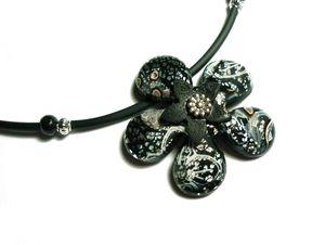 Collier fleur noire 1