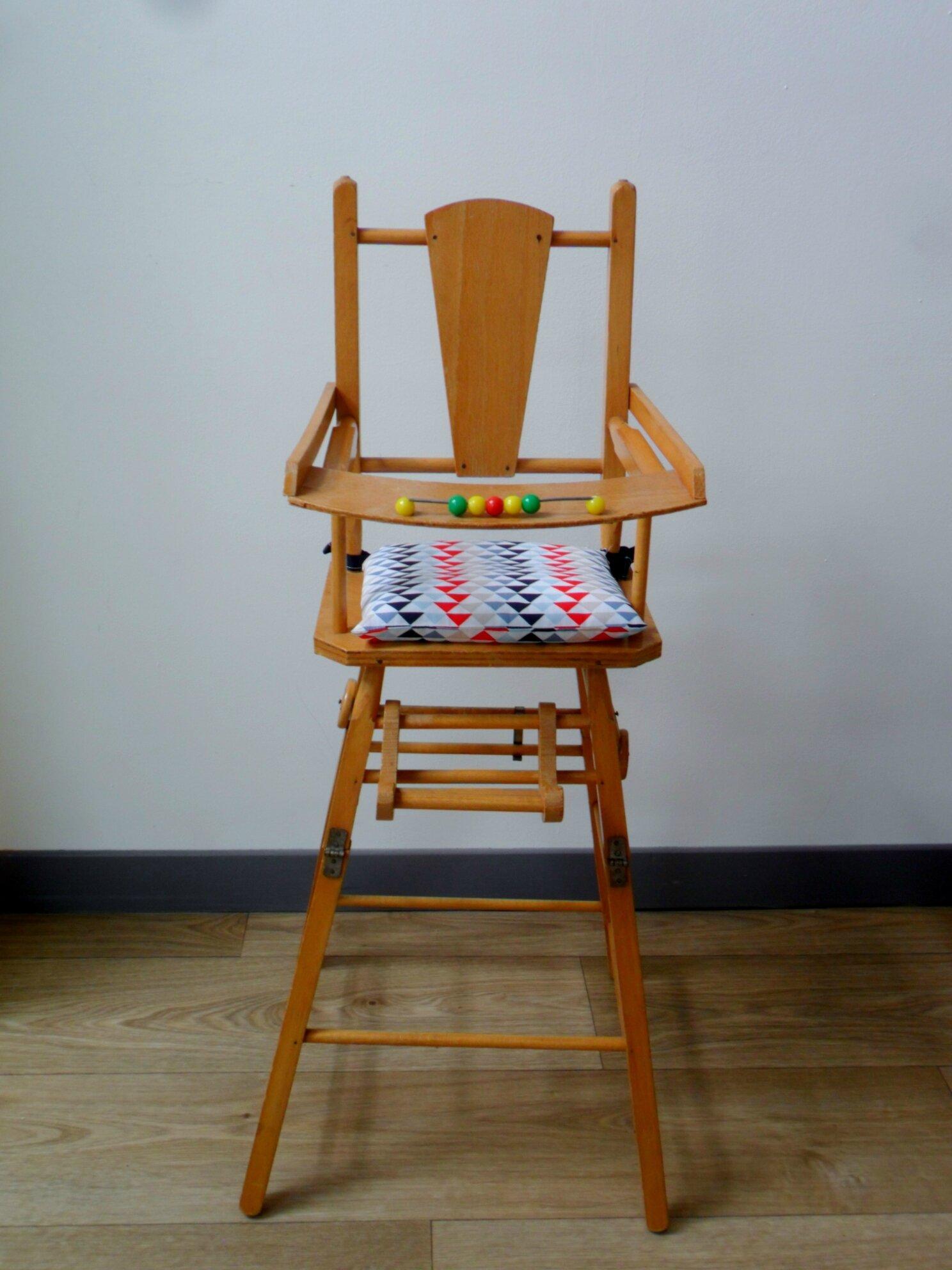 Chaise haute ancienne en bois pour poup e coussin d 39 assise imprim triangles vintages vendue - Chaise escabeau ancienne ...