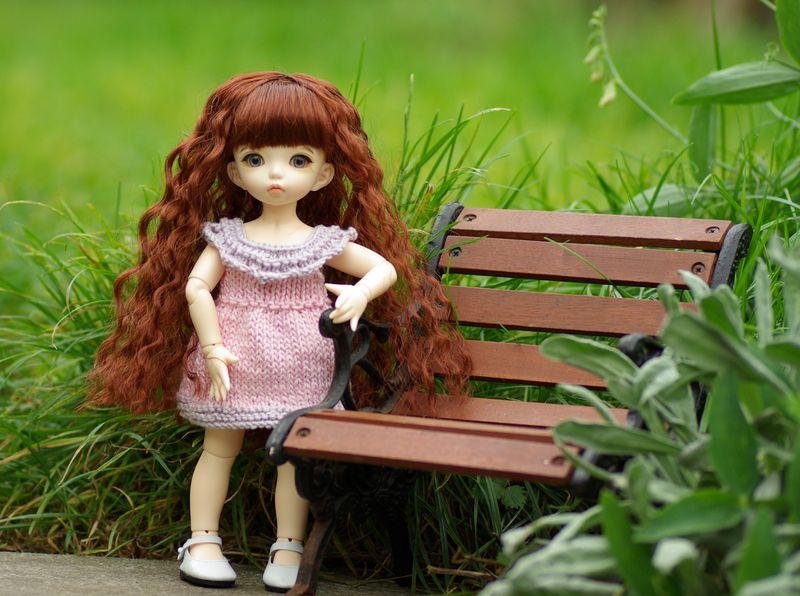 Leah dans sa robe rose
