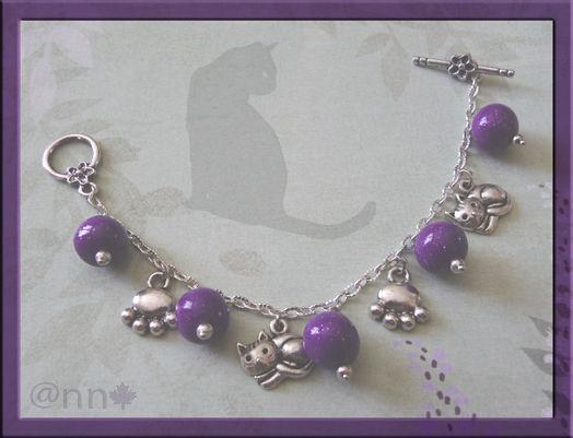 Bracelet breloques chat et perles fimo mauve (N)