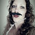 Femme à moustache
