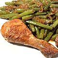 Manchons de poulet cocotte aux oignons caramélisés et haricots verts
