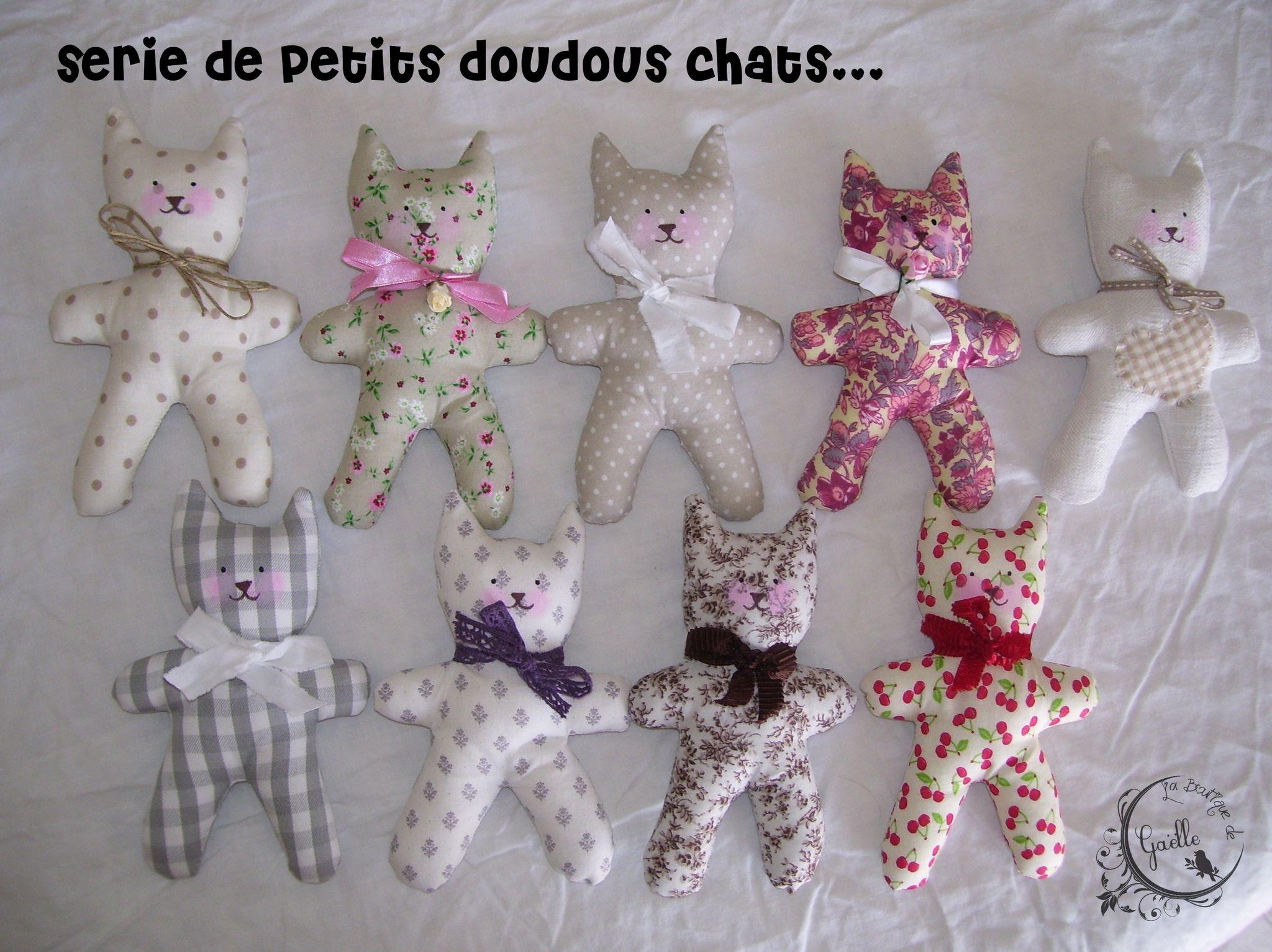 Série de petits doudous chats...