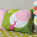 coussin-couffin vert biche rose