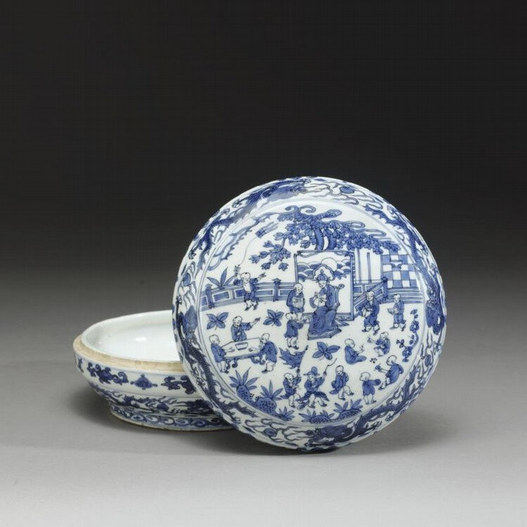A circular Blue and white 'hundred boys' box and cover, Mark and period of Wanli (1573-1620)