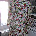 Manteau en lin fleuri sur fond blanc - noeud de lin blanc (8)