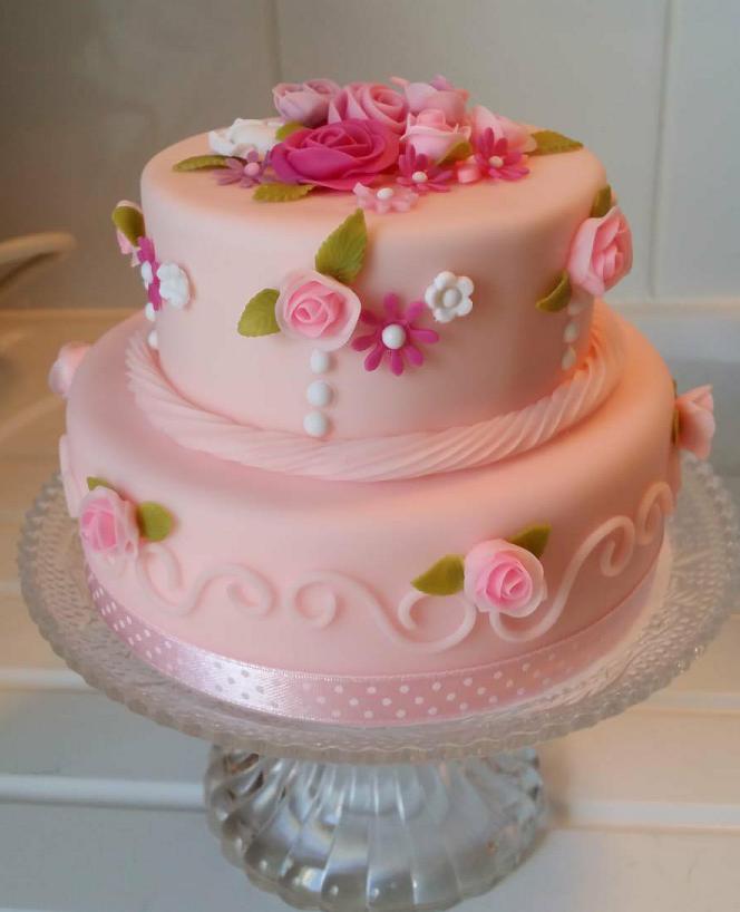 Gâteau rose et fleurs