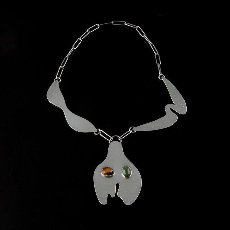 2020_CKS_19634_0016_000(a_tete_de_bouteille_et_moustache_necklace_designed_1960_jean_arp)