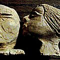 Le baiser (2 bustes miniatures en terre cuite)