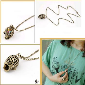 Pendentif Style Vintage Tête de Mort Fleur Email-Strass Yeux Strass Crystal Métal Couleur Bronze