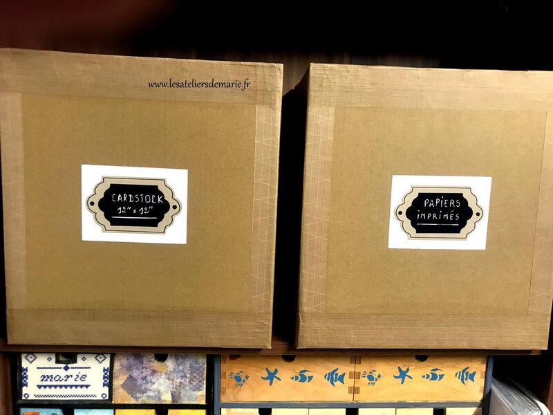 boites sur l'étagère