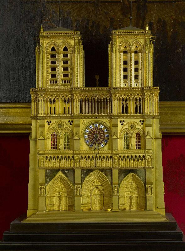 pendule-de-notre-dame-de-paris-1835-1845-musee-carnavalet-1600x0