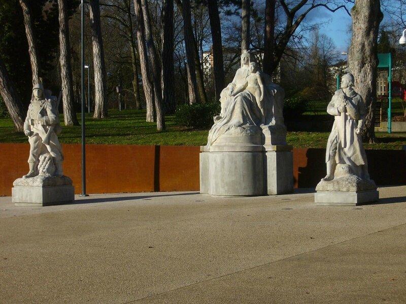 monument aux morts glacis