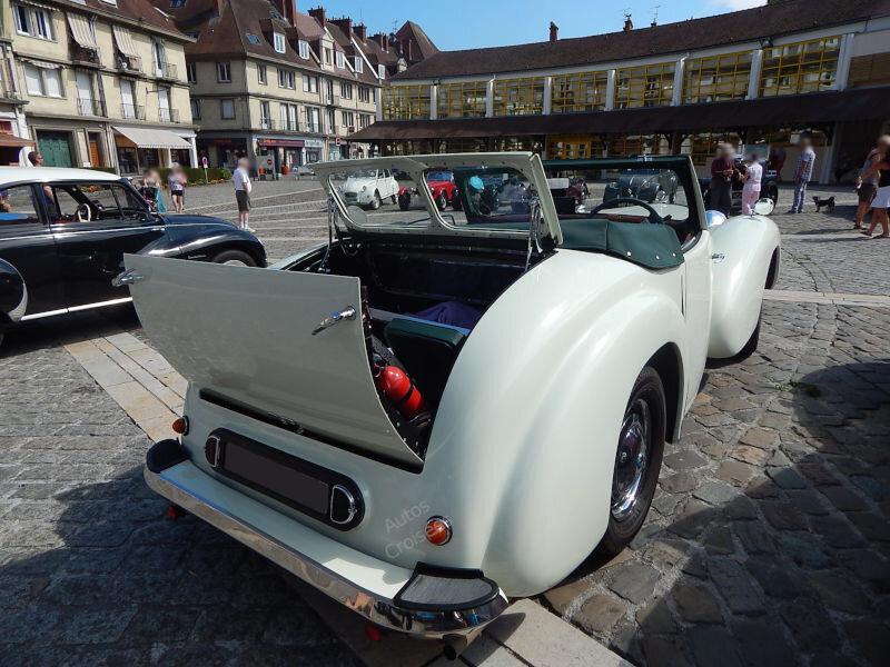 TriumphTR2000ar1