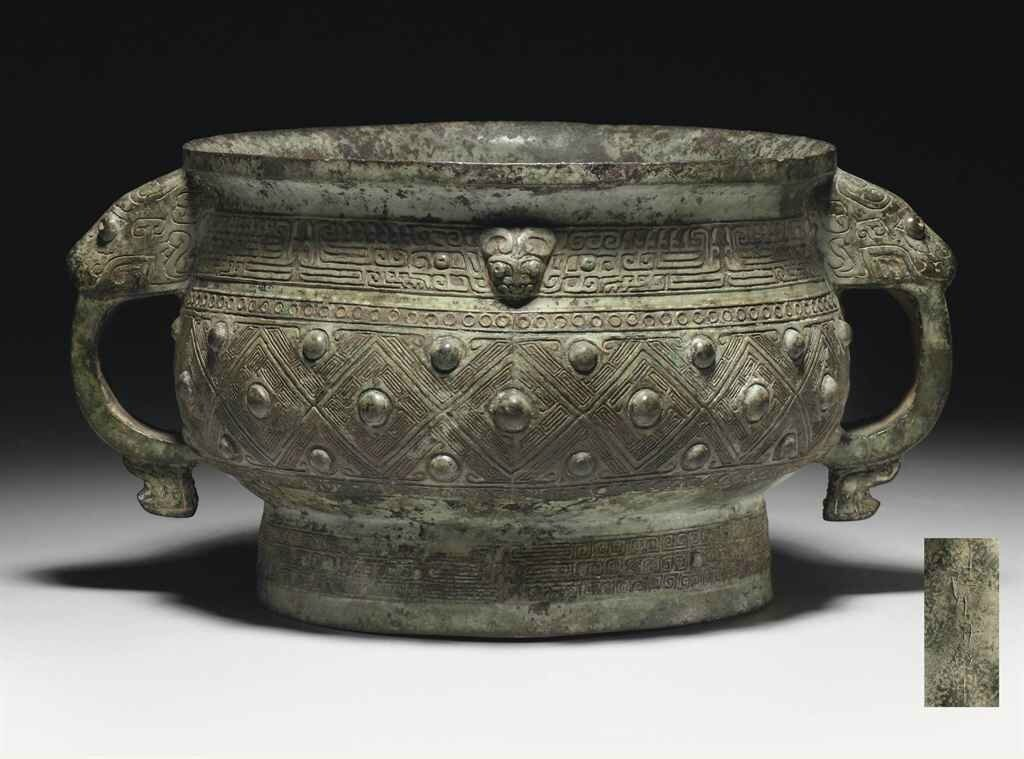 A bronze ritual food vessel, gui, Late Shang dynasty, 12th-11th century BC